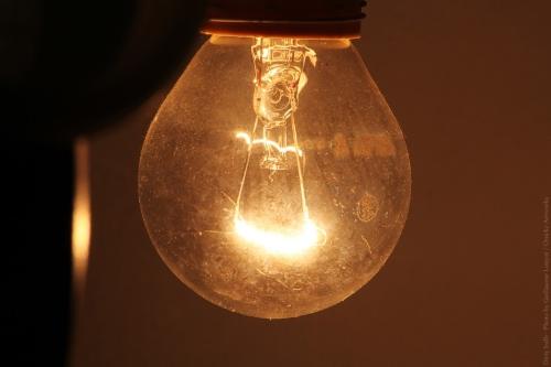 Почему перегорают лампочки 01