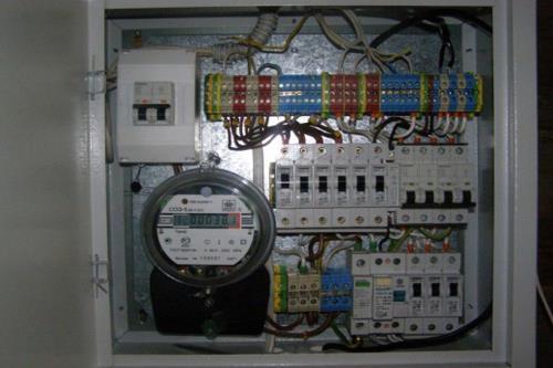 Поиск неисправности электропроводки нужно начинать с внутри домового щита