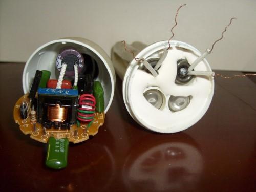 Две части энергосберегающей лампы