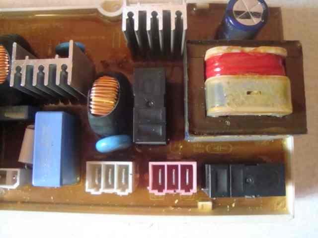 Участок модуля стиральной машины с нарушением целостности пайки