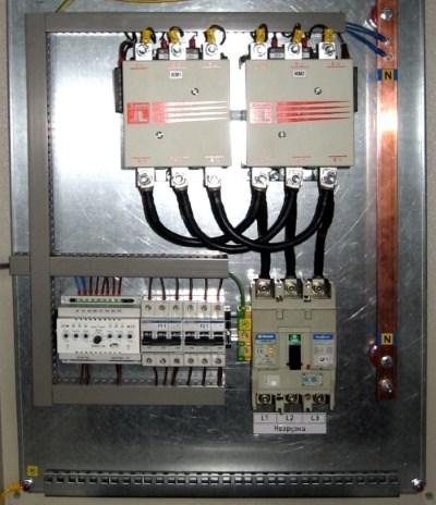 Щит с трехфазным автоматический вводом резерва