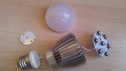 Конструкция светодиодной лампы с алюминиевым радиатором охлаждения