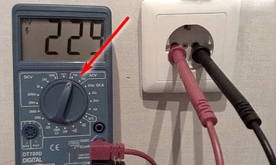 How to check the voltage in the socket