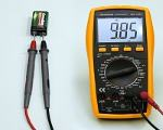 Voltage measurement with multimeter 100