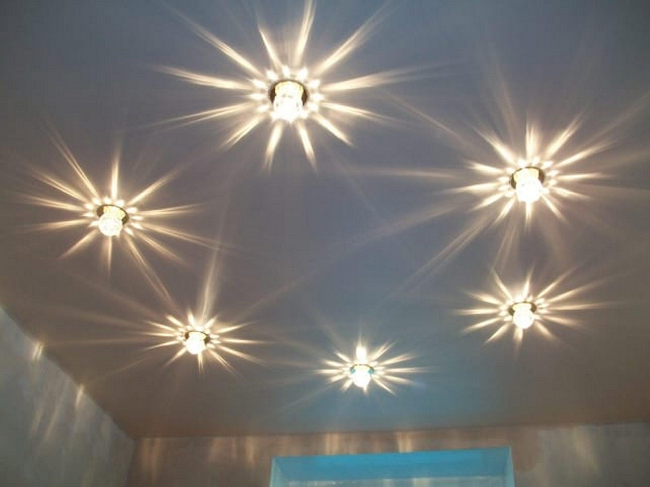 Ошибки и правила расположения точечных светильников на потолке - на кухне, в спальне, в зале, в ванной, в детской